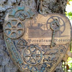 Steampunk függő szív, Függődísz, Dekoráció, Otthon & Lakás, Mindenmás, Ez a fa, steampunk stílusban készült szívecske önálló dísze is lehet otthonodnak, de akár egy saját ..., Meska