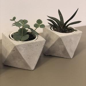 Beton cserép, négyszögletű, geometrikus, beton kaspó, kövirózsa, dekor, lakberendezés, design (bonniesweddingart) - Meska.hu