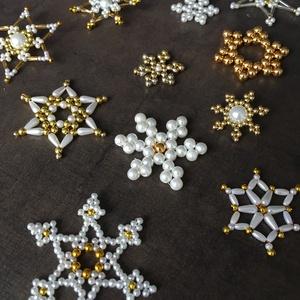 ÚJ!!! Karácsonyfadísz, karácsony, dísz, karácsonyfa, ajándék, gyöngy, csillag, hópehely (bonniesweddingart) - Meska.hu