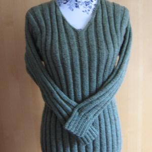 b7fb37f5fd Nagyméretű, bordás kötésű, V-nyakú, sportos, kézzel kötött pulóver, Ruha