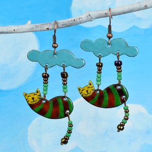 Tűzzománc macskás fülbevaló, cicás fülbevaló, felhő fülbevaló, cirmos cica, csíkos, világoskék, (Neki) - Meska.hu