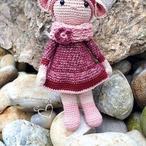 Nyufi kisasszony, Játék & Gyerek, Plüssállat & Játékfigura, Nyuszi, Horgolás, Kézzel és szívvel készített egyedi, horgolt nyuszi lány szoknyával.\n\nScheepjes Stone Washed (78% pam..., Meska