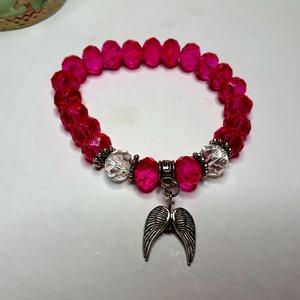 Fazettált pink gyöngykarkötő angyalszárnnyal, Ékszer, Karkötő, Gyöngyös karkötő, Ékszerkészítés, Fazettált pink gyöngykarkötő angyalszárnnyal\nGyöngy 10mm\nKarkötő 16 cm\n, Meska