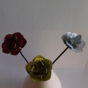 Vas rózsa, Csokor & Virágdísz, Dekoráció, Otthon & Lakás, Fémmegmunkálás, A megadott ár 3 db-ra értendő\nTermékeimről:\nGondolkozott már azon mit vegyen női családtagjának, bar..., Meska