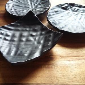 Zen 3 db-os kínáló tálkák, Otthon & Lakás, Konyhafelszerelés, Kínálótál, Kerámia, 3 darabos, keleties hangulatú fekete kis kínáló tálkák.\n Nagyon jól mutat rajta minden étel, gourman..., Meska