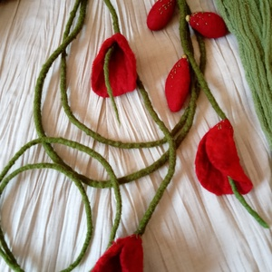 májusi tánc  - nemez nyakláncok, Ékszer, Nyaklánc, Táska, Divat & Szépség, Ruha, divat, Nemezelés, A láncokat puha merinóból nemezeletem. kb. 150 cm hosszú a virágos lánc, a kisebb kb. 45 cm.\nÖvként ..., Meska