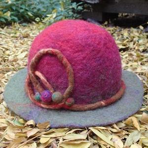 Nemez kalap, Táska, Divat & Szépség, Sál, sapka, kesztyű, Ruha, divat, Sapka, Női ruha, Nemezelés, Kézzel készített, egyedi kalap\nAnyaga: 100 % merino szalaggyapjú (a legfinomabb gyapjú, magam festet..., Meska