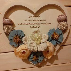 Makramé virágos fali dísz- saját felirattal kérhető, bármilyen alkalomra, Otthon & Lakás, Dekoráció, Csokor & Virágdísz, Gravírozás, pirográfia, Festett tárgyak, Meska