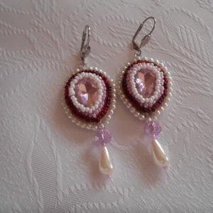 Rózsaszín álom, Ékszer, Fülbevaló, Ékszerkészítés, Gyöngyfűzés, gyöngyhímzés,  Halvány rózsaszínű kristály középpel, gyöngy hímzéssel készült a fülbevaló. Antiallergén szereléket..., Meska