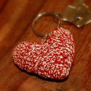 szív, kulcstartó, horgolt szív kulcstartó, Dekoráció, Otthon & lakás, Egyéb, Kulcstartó, táskadísz, Táska, Divat & Szépség, Dísz, Horgolás, A képeken látható, horgolt, szív alakú kulcstartó 100% pamut fonalból, vatelin töltőanyaggal készült..., Meska