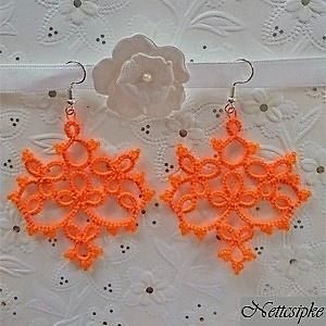 Hajócsipke fülbevaló, csipke ékszer, narancssárga gyöngyös kiegészítő, Ékszer, Fülbevaló, Ballagás, Ünnepi dekoráció, Dekoráció, Otthon & lakás, Csipkekészítés, Ékszerkészítés, Narancs, elegáns, kecses, csipke fülbevaló, narancs gyöngy díszítéssel.\nHossza akasztóval együtt 7,5..., Meska