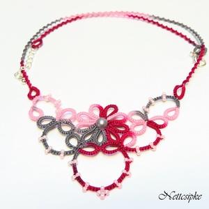 Hajócsipke nyaklánc, csipke ékszer, szürke és rózsaszín csipkés kiegészítő, színátmenetes, melírozott gyöngyös nyakék, Ékszer, Nyaklánc, Ékszerkészítés, Csipkekészítés, Galambszürke, babarózsaszín és magenta melírozott, bájos csipke nyaklánc, rózsaszín és szürke gyöngy..., Meska