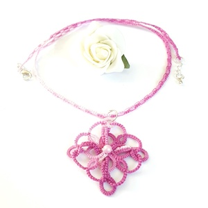 Hajócsipke nyaklánc, csipke ékszer, rózsaszín csipkés kiegészítő, színátmenetes, melírozott gyöngyös nyakék, Ékszer, Nyaklánc, Ékszerkészítés, Csipkekészítés, Viola és rózsaszín árnyalatai melírozott, bájos csipke nyaklánc, rózsaszín gyöngy díszítéssel.\nHossz..., Meska