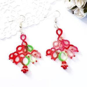 AKCIÓS Hajócsipke fülbevaló, csipke ékszer, piros, rózsaszín és zöld csipkés kiegészítő, melírozott gyöngyös függő, Lógós fülbevaló, Fülbevaló, Ékszer, Ékszerkészítés, Csipkekészítés, Tavaszi tarka  bájos, kecses melírozott csipke fülbevaló, piros és rózsaszín gyöngy díszítéssel.\nHos..., Meska