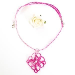 Hajócsipke nyaklánc, csipke ékszer, rózsaszín csipkés kiegészítő, színátmenetes, melírozott gyöngyös nyakék, Medálos nyaklánc, Nyaklánc, Ékszer, Ékszerkészítés, Csipkekészítés, Viola és rózsaszín árnyalatai melírozott, finom, nőies csipke nyaklánc, rózsaszín gyöngy díszítéssel..., Meska
