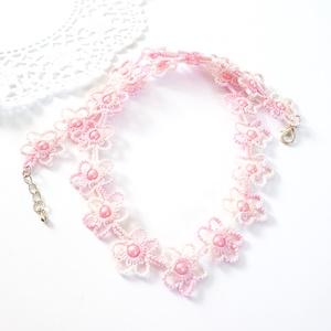 Hajócsipke nyaklánc, csipke ékszer, rózsaszínű színátmenetes csipkés kiegészítő, gyöngyös, romantikus nyakék, Gyöngyös nyaklác, Nyaklánc, Ékszer, Ékszerkészítés, Csipkekészítés, Pasztell rózsaszín árnyalatai, melírozott, kecses csipke nyaklánc, rózsaszín gyöngy díszítéssel.\nHos..., Meska