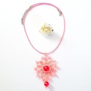 Hajócsipke nyaklánc, csipke ékszer, rózsaszínű csipkés kiegészítő, gyöngyös, romantikus nyakék, Medálos nyaklánc, Nyaklánc, Ékszer, Ékszerkészítés, Csipkekészítés, Babarózsa csinos, kecses csipke nyaklánc pink viaszolt zsinórral, rózsaszín gyöngy díszítéssel.\nHoss..., Meska