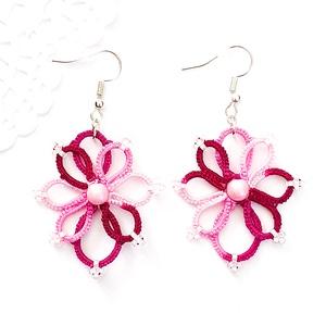 Hajócsipke fülbevaló, csipke ékszer, rózsaszín és magenta színátmenetes csipkés kiegészítő, gyöngyös, romantikus függő, Lógós fülbevaló, Fülbevaló, Ékszer, Ékszerkészítés, Csipkekészítés, Rózsaszín és magenta árnyalatai melírozott bájos, finom csipke fülbevaló rózsaszín gyöngy díszítésse..., Meska