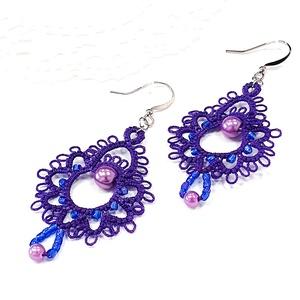 Csipke fülbevaló, hajócsipke ékszer, lila csipkés, gyöngyös kiegészítő, romantikus, egyedi függő, Ékszer, Fülbevaló, Lógós fülbevaló, Csipkekészítés, Ékszerkészítés, Levendula lila bájos, kecses csipke fülbevaló, lila és kék gyöngy díszítéssel.\n\nMérete:\n- hossza aka..., Meska