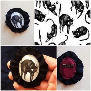 Fekete cica bross, Ékszer, Kitűző, bross, Textil keretes üveglencsés cicás bross  * kb. 6 cm * üveglencse, filc & textil felhasználásával kész..., Meska