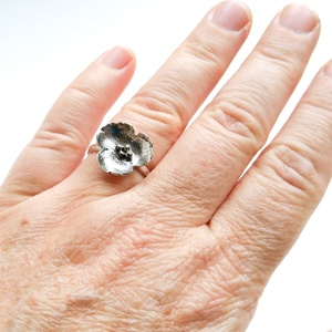 Egyedi megrendelésre készült könnyed virág ezüst gyűrű, Ékszer, Esküvő, Esküvői ékszer, Gyűrű, Ékszerkészítés, Ötvös, Ezüstből készült virágot formázó egyedi gyűrű.\nSaját tervezése alapján kézzel készítve, méretre igaz..., Meska