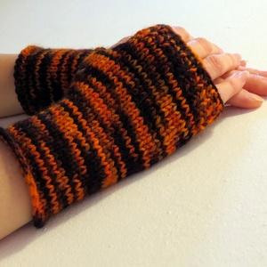 Agra- gyapjú kézmelegítő. S méretű. Színátmenetes, meleg és puha, rövid gyapjú kézmelegítő/ ujjatlan kesztyű, GYAPJÚ, Táska, Divat & Szépség, Ruha, divat, Sál, sapka, kesztyű, Kesztyű, Kötés, Barna-rozsda-narancs színátmenetes, kézzel festett fonalból készült ez a  kötött kézmelegítő.\nPuha, ..., Meska