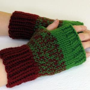 Lachlan- kötött kézmelegítő. M-L méretű. Puha, meleg és elegáns, rövid kötött kézmelegítő/ ujjatlan kesztyű, Táska, Divat & Szépség, Ruha, divat, Sál, sapka, kesztyű, Kesztyű, Kötés, Bordó és zöld színű akril fonalból, harisnyakötőtűvel kötöttem ezt a puha, meleg kézmelegítőt.\nA ter..., Meska