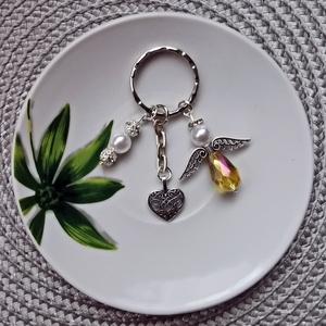 Angyalka kulcstartó, Táska & Tok, Kulcstartó & Táskadísz, Kulcstartó, Gyöngyfűzés, gyöngyhímzés, Ékszerkészítés, Tekla és üveg gyöngyökből antik ezüst kulcstartó alapra készült angyalkás kulcstartó, szív alakú med..., Meska