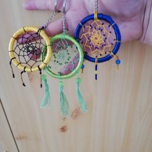 Álomfogós kulcstartó, Táska, Divat & Szépség, Kulcstartó, táskadísz, Mindenmás, Készítettem pár kulcstartót is, különböző színekben.\nA termék hossza: 15 cm\nA karika átmérője: 5 cm..., Meska