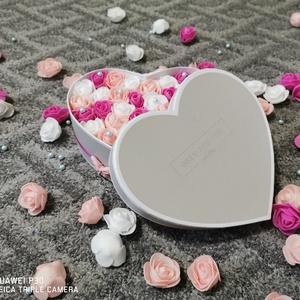 Rózsabox, Esküvő, Emlék & Ajándék, Doboz, Virágkötés, Rózsabox készült habrózsákkal, apró gyöngyökkel.\nKérésre más színben, méretben, és formában is elkés..., Meska