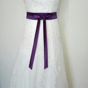 Megkötős szaténöv  esküvőre, Öv & Pánt, Kiegészítők, Esküvő, Varrás, Padlizsán lila színű megköthető szaténöv esküvői és alkalmi ruhára.\nDerék méret:98 cm-ig rendelhető ..., Meska