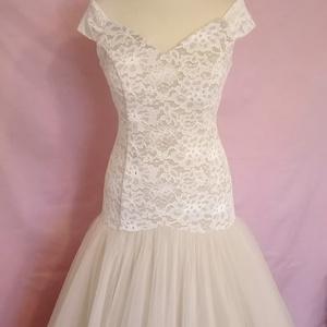 Vintage menyasszonyi ruha , Esküvő, Ruha, Menyasszonyi ruha, Varrás, Bézs és krém színű  ejtett vállú hosszú tüllszoknyás abroncsos  menyasszonyi ruha.\nA ruha tüllből és..., Meska