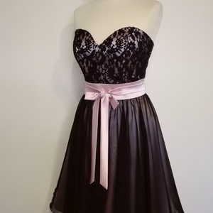 Csipkés alkalmi ruha esküvőre, Ruha & Divat, Női ruha, Alkalmi ruha & Estélyi ruha, Varrás, Váll nélküli  loknis szoknyájú  alkalmi ruha derekán megkötős masnival rózsaszín  szaténból és felet..., Meska