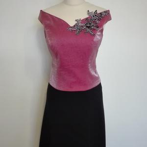 Alkalmi ruha esküvőre 42-es, Ruha & Divat, Női ruha, Alkalmi ruha & Estélyi ruha, Varrás, Ejtett csipkés vállú rózsaszín-fekete színű alkalmi ruha elöl rövid  hátul hosszabb szoknyával szöve..., Meska