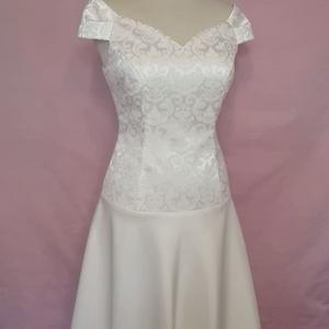 Rövid esküvői ruha, Táska, Divat & Szépség, Női ruha, Ruha, divat, Esküvő, Menyasszonyi ruha, Varrás, Ekrü színű ejtett vállú loknis szoknyájú esküvői ruha brokátból,matt és fényes szaténból.\nA ruha  bé..., Meska