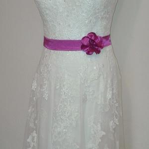 Szaténöv   virággal , Öv & Pánt, Kiegészítők, Esküvő, Varrás, Pink színű szaténöv rózsával esküvői vagy alkalmi ruhára.\nMéret:64-72 cm-ig\nPatenttal záródik a virá..., Meska