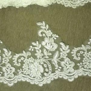 Zsinórozott szegő csipke, Esküvő, Kiegészítők, Eladó törtfehér zsinórozott szegő csipke csomag. 4,8 méter 15 cm széles  Esküvői ruhára fátyol díszí..., Meska