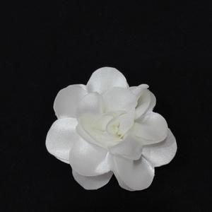 Szatén virág kitűző 2 színben, Ruha & Divat, Varrás, Szatén virág kitűző törtfehér és barack színben brosstűvel ellátva, zakóra,ruhára,táskára,lakás deko..., Meska