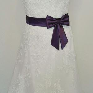 Masnis  szaténöv esküvőre, Esküvő, Kiegészítők, Öv & Pánt, Varrás, Padlizsán lila színű szaténöv masnival esküvői ruhára.\nMasni alatt patenttal záródik ezáltal a masni..., Meska