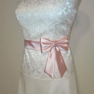 Masnis szatén öv esküvőre, Ruha & Divat, Öv & Övcsat, Öv, Varrás, Púder rózsaszín színű szaténöv masnival alkalmi vagy esküvői ruhára.\nMasni alatt patenttal záródik e..., Meska