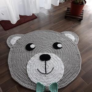 Horgolt macis szőnyeg szürke, Gyerek & játék, Gyerekszoba, Horgolás, Gyerekszobák aranyos kiegészítője lehet ez a horgolt macis szőnyeg.\nAz ár a szürke szőnyegre vonatko..., Meska