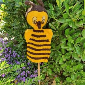 Horgolt méhecske kézbáb, Játék & Gyerek, Bábok, Kesztyűbáb, Horgolás, Egy kedves méhecske kézbáb várja, hogy a gyerekek arcára mosolyt csaljon akár egy történet meséléséh..., Meska