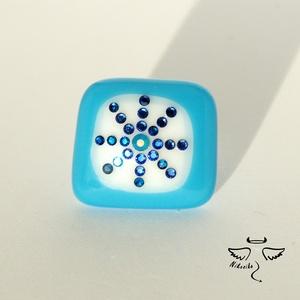 Hópehely gyűrű, Statement gyűrű, Gyűrű, Ékszer, Ékszerkészítés, Téli öltözéked csodás darabja lehet ez a feltűnő, ragyogó gyűrű. A kék-fehér üveg alapot is magam ol..., Meska