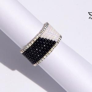 Black and White gyűrű, Ékszer, Gyűrű, Gyöngyös gyűrű, Ékszerkészítés, Gyöngyfűzés, gyöngyhímzés, Meska