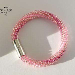Rózsaszín hullám karkötő, Gyöngyös karkötő, Karkötő, Ékszer, Ékszerkészítés, Gyöngyfűzés, gyöngyhímzés, Kumihimo, azaz a japán zsinórfonás technikájával készítettem ezt a karkötőt. A pamutszálakra a rózsa..., Meska