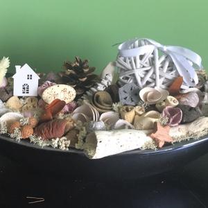 Csónaktálas asztaldísz, Dekoráció, Dísz, Mindenmás, Kékes-fekete fényes csónak alakú tálat díszítettem száraz termésekkel pici faházikóval és fonott sz..., Meska