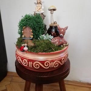 Bambi kertje/Tündérkert, Otthon & Lakás, Dekoráció, Mindenmás, Saját készítésű tündérkert. Teljesen egyedi, 27 cm magas. Gyönyörű kaspóban, tündérkével,gombával, s..., Meska