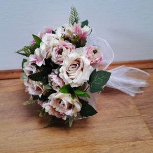 Halvány rózsaszín rózsás menyasszonyi örökcsokor, Esküvő, Menyasszonyi- és dobócsokor, Menyasszonyi- és dobócsokor, Virágkötés, Gyönyörű örökcsokor, minőségi rózsaszín selyemrózsákból kötve, akár menyasszonyi csokorként, akár sz..., Meska