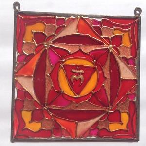 Gyökér csakrás mandala, Mandala, Dekoráció, Otthon & Lakás, Üvegművészet, Egyedi üveg festmény. 10x10 cm négyzet alakú üveglapra festett gyökér csakrát erősítő mintával...., Meska