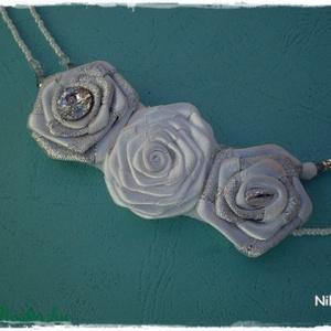 ÓRIÁSI KIÁRUSÍTÁS!!  Lola virágok lánca  (nikolbijou) - Meska.hu